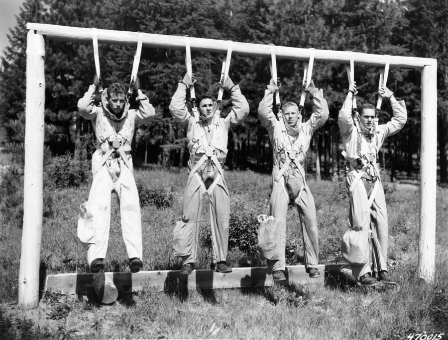 Smokejumper squadleader Bill Carver and new trainees fully suited practicing
